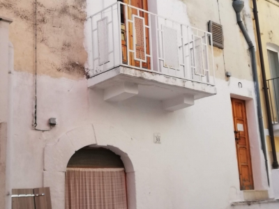 casa indipendente su due livelli con terrazzo