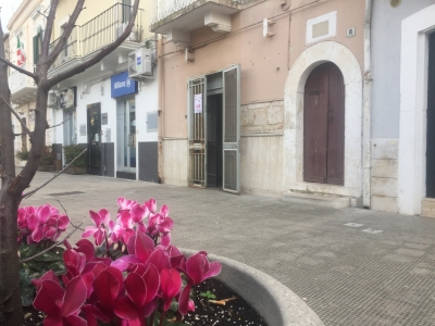 Adelfia - Canneto in piazza Roma locale commerciale